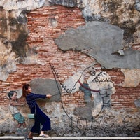 Photo taken at Penang Street Art : Little Boy with Pet Dinosaur by Yan Choi on 10/30/2016