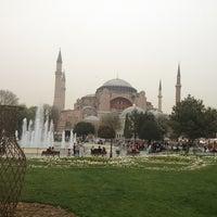 Das Foto wurde bei Ayasofya Müzesi Padişah Türbeleri von Celaleddin T. am 4/6/2013 aufgenommen