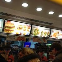 Снимок сделан в McDonald's пользователем Maxx G. 10/28/2012