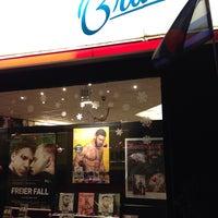 Das Foto wurde bei Brunos - Gay Shopping World von Maxx G. am 1/10/2014 aufgenommen