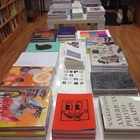 Foto tirada no(a) Mast Books por Lissette em 2/9/2014