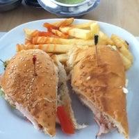 รูปภาพถ่ายที่ Restaurant Ricardos โดย Karen Z. เมื่อ 10/2/2012