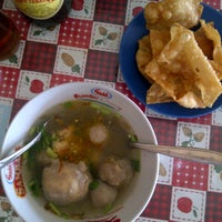 Photo taken at Bakso Malang Kampus by Laura R. on 1/20/2013