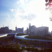 Photo taken at 서울패션창작스튜디오 (SFCS) by 잭슨 한. on 8/26/2013