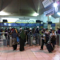 Photo taken at Stasiun Tanah Abang by Pupu N. on 3/29/2013