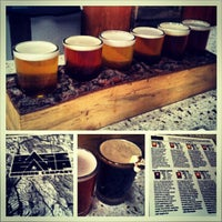 Foto tomada en Base Camp Brewing  por Erin B. el 1/16/2013