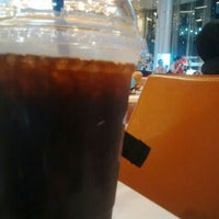 Photo taken at The Coffee Bean & Tea Leaf by zie m. on 6/28/2016