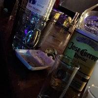 Foto tomada en Arenas Bar & Lounge por Favio M. el 10/30/2016