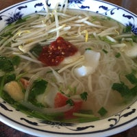 Photo taken at Pho Long Thinh by Hiroshi M. on 4/16/2016