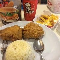 Photo taken at KFC Padang Bandaran Keningau 2 by 🌸 マレー語少女 🌸 on 4/16/2014