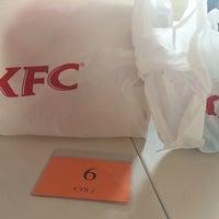 Photo taken at KFC Padang Bandaran Keningau 2 by 🌸 マレー語少女 🌸 on 10/25/2014