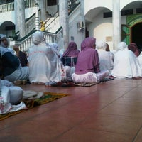 Photo taken at Masjid Jami Asy-Syakirin by Sunnia A. on 10/26/2012