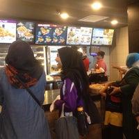 Photo taken at KFC by Mohammad Fareezwan I. on 4/9/2017