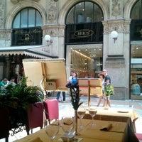 Foto scattata a Galleria Ristorante Pizzeria da Vladimir R. il 7/10/2013