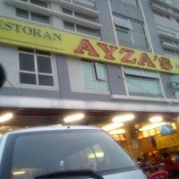 Photo taken at Restoran Nasi Kandar Ayza's by Mummy Q. on 3/28/2013
