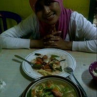 Photo taken at Bakmi Pak Ramelan 4 by Djie G. on 3/17/2013