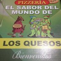 Photo taken at Pizzería El Sabor de Los 4 Quesos by Daniel R. on 10/27/2012