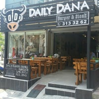 5/20/2015 tarihinde Selin B.ziyaretçi tarafından Daily Dana Burger & Steak'de çekilen fotoğraf