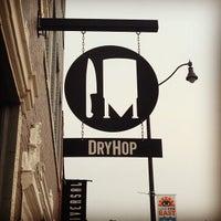 รูปภาพถ่ายที่ DryHop Brewers โดย DJ M. เมื่อ 6/22/2013