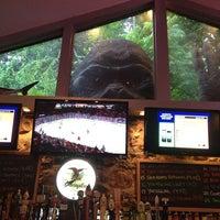 Foto tomada en Sharky's West Wing & Raw Bar por Jindy M. el 6/1/2013