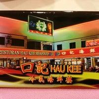 Photo taken at Restoran Hau Kee Seafood (口记海鲜楼) by Stuart T. on 3/31/2013