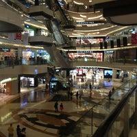 Photo prise au Lippo Mall Kemang par Arga N. le1/19/2013