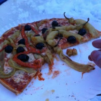 Das Foto wurde bei Alano Pizza Mini Pizza von mingwai L. am 3/14/2013 aufgenommen