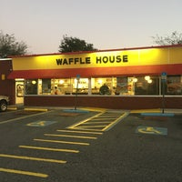 Photo taken at Waffle House by Billie G. on 2/19/2016
