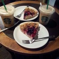 Photo taken at Starbucks by Cataa Z. on 12/5/2012