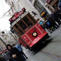 Foto diambil di Taksim Tramvay Durağı oleh Vesile S. pada 2/11/2018