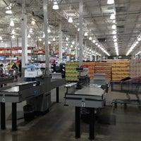 Foto diambil di Costco Wholesale oleh Jennifer W. pada 12/3/2014