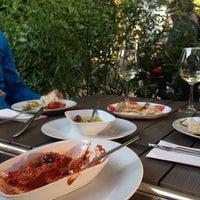 Das Foto wurde bei Restaurant Kara's von mark am 8/9/2017 aufgenommen