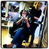 Das Foto wurde bei BB Salon von Amelia T. am 11/24/2012 aufgenommen
