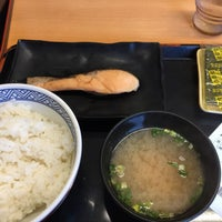 Photo taken at Yoshinoya by ゆくゑ on 8/10/2017
