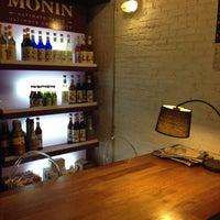 Снимок сделан в Pacamara Boutique Coffee Roasters пользователем Kanok C. 11/9/2013
