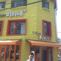 Photo taken at 우리동네 미미네 by Jay H. on 10/7/2012