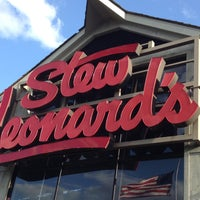 Photo taken at Stew Leonard's by Naomi on 5/12/2013