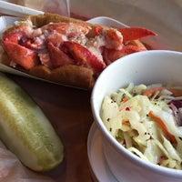 Foto scattata a Luke's Lobster da Patrick M. il 8/5/2015