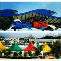 Photo taken at Wet'n Wild by Mayara N. on 12/27/2012