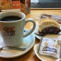 Photo taken at Komeda's Coffee by pippi on 2/12/2018