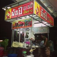 Photo taken at พันปีหมี่เป็ดย่าง by Jirapong P. on 6/27/2013