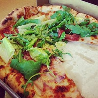 Photo taken at 好時光披薩 Aura Pizzeria by Franka K. on 11/9/2013