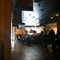 12/18/2012 tarihinde Esther K.ziyaretçi tarafından Mozart Bakery & Cafe'de çekilen fotoğraf