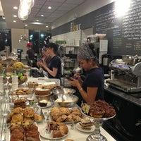 Das Foto wurde bei Flour Bakery + Cafe von Bijan S. am 1/11/2013 aufgenommen
