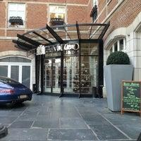 Foto scattata a Hotel Amigo da philippe l. il 12/12/2012