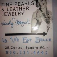 Photo taken at La Vie Est Belle by Victoria A. on 1/21/2014