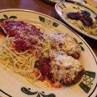 Photo taken at Olive Garden by Monira A. on 2/1/2014