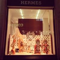 รูปภาพถ่ายที่ Hermès โดย Natalia S. เมื่อ 12/21/2012