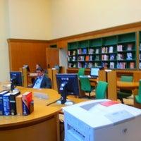 Photo prise au Library of the UNOG Building par Kristi N. le4/15/2013