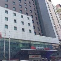 Foto tirada no(a) Ibis Ambassador Hotel por kong c. em 4/19/2013